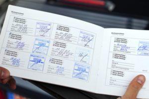 Libro de revisiones de un vehículo